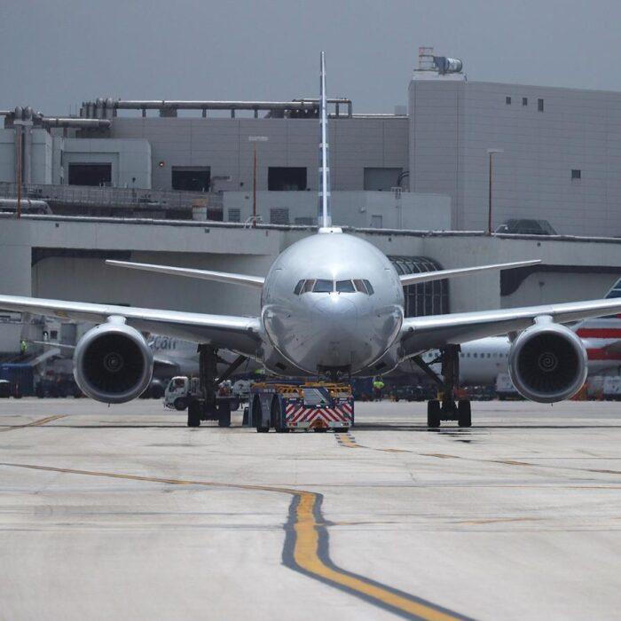 Reportan escasez de combustible para aviones en algunos aeropuertos de EE.UU.