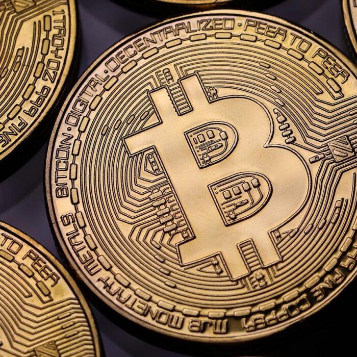 Amazon ofrece un empleo sobre criptomonedas y el bitcoin sube un 14%